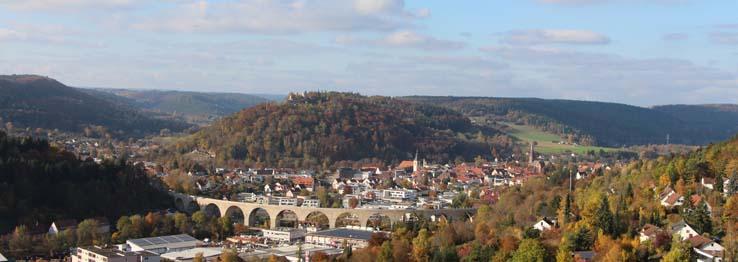 Stadtansicht mit Schlossberg und Viadukt