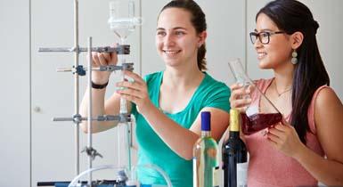 Jungforscherinnen im Jugendforschungszentrum