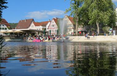 Nagoldufer Blick auf den Longwyplatz