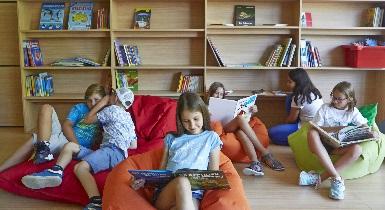 Grundschüler lesen (bearbeitet für Infobox)