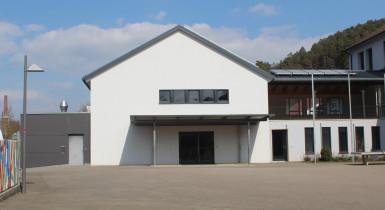 Gemeindehalle und Schule Iselshausen