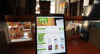 Tablet-PC mit der Startseite der eBib Nordschwarzwald