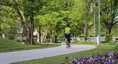 Fahrradfahrer im Stadtpark Kleb