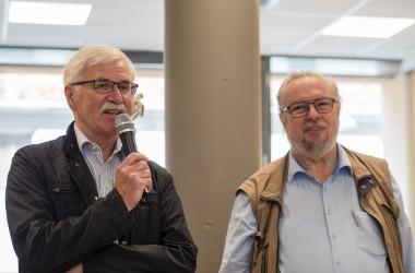 Bild von zwei älteren Herren mit Mikrofon vom Fotoclub