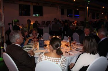 Bild der Gäste an den Tischen im Teufelwerk