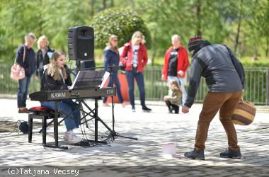 Musik in der Stadt - Kiara Huber auf dem Longwyplatz