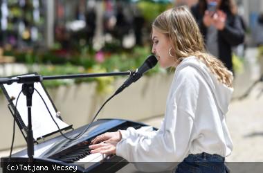 Musik in der Stadt - Kiara Huber in der Marktstraße