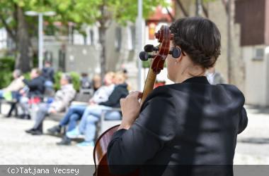 Musik in der Stadt - Lisa Wohlfarth auf dem Longwyplatz