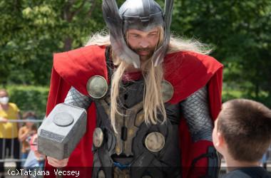 Filmheld Thor auf dem Longwyplatz