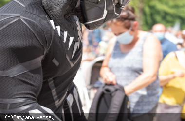 Marvel-Superheld Black Panther auf dem Longwyplatz