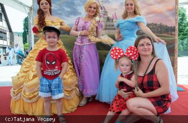 Die Disney-Prinzessinen Belle, Rapunzel und Cinderella in Nagold