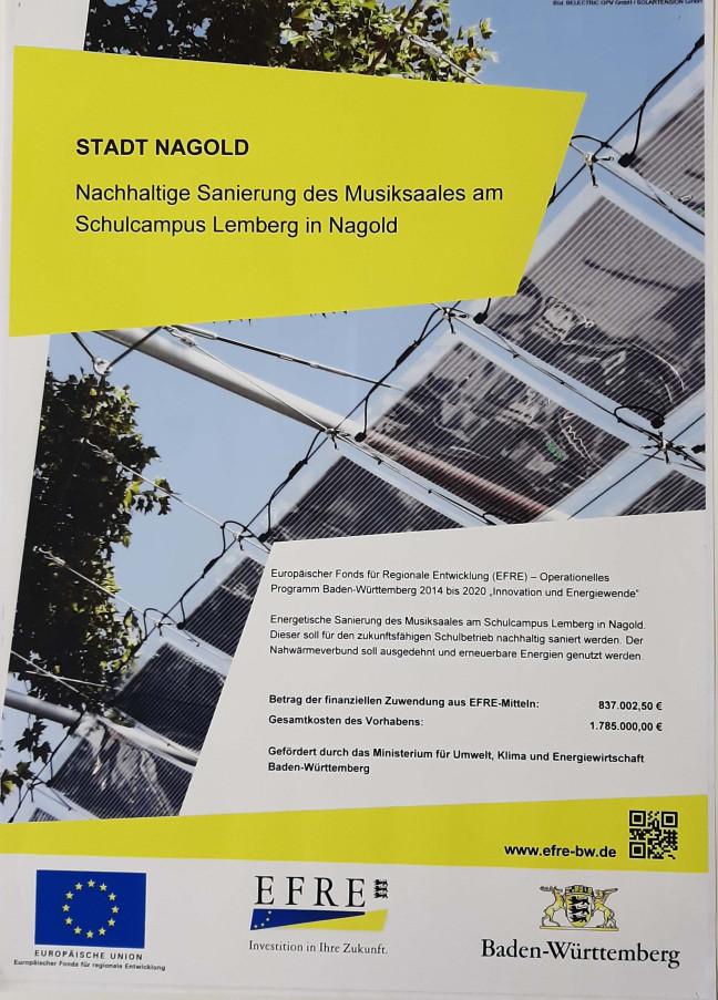 Das Plakat bestätigt die Förderung der Baumaßnahmen durch das Ministerium für Umwelt, Klima und Energiewirtschaft Baden-Württemberg
