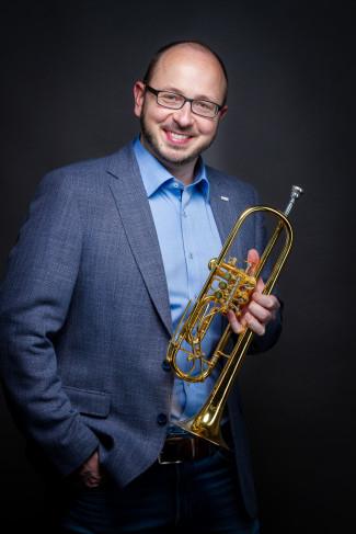 Christian Pöndl, Schulleiter, mit Trompete